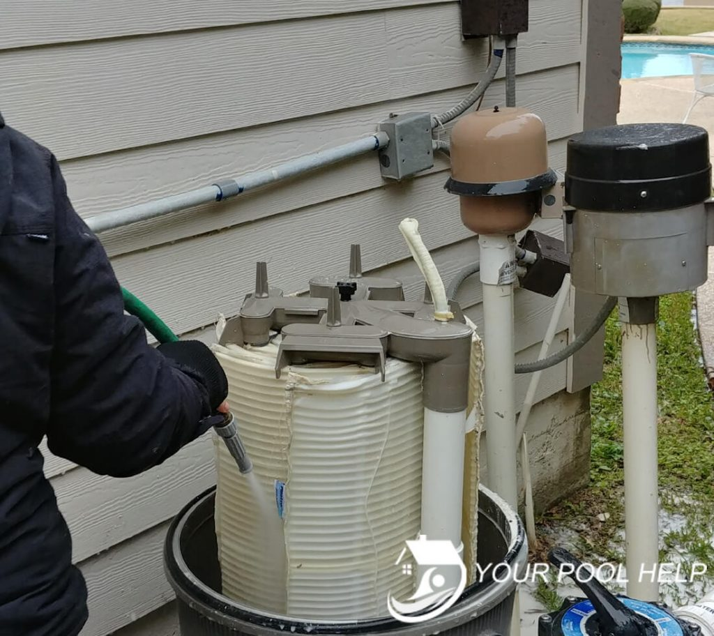 how to clean de swimming pool filters